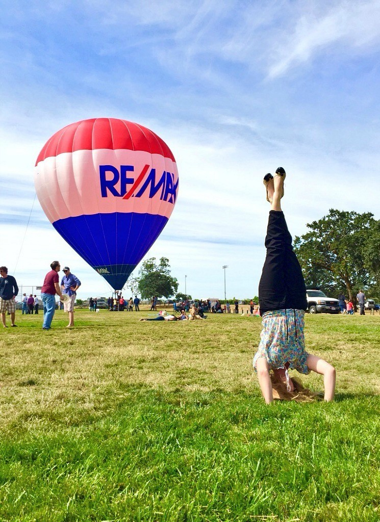 remax_headstands